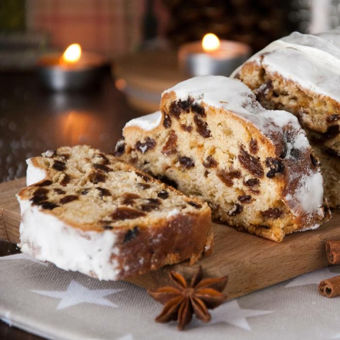 weihnachten desserts kleine kerzen ein holzbrett und ein brot mit früchten einfache weihnachtsgebäck rezepte