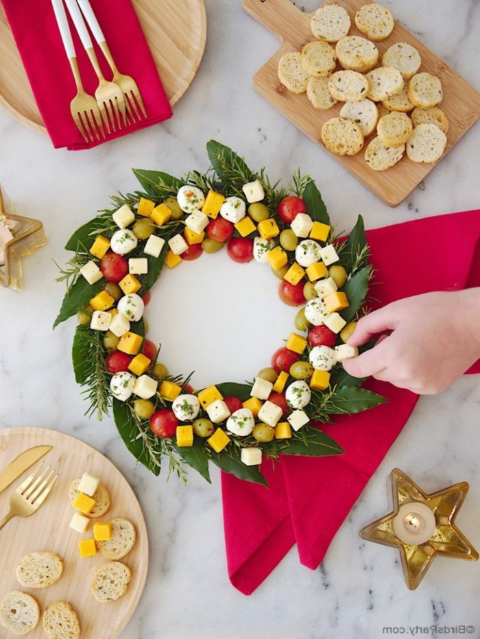 weihnachten vorspeise schnell zubereiten kranz mozzarella cheddar olivem cherry tomaten