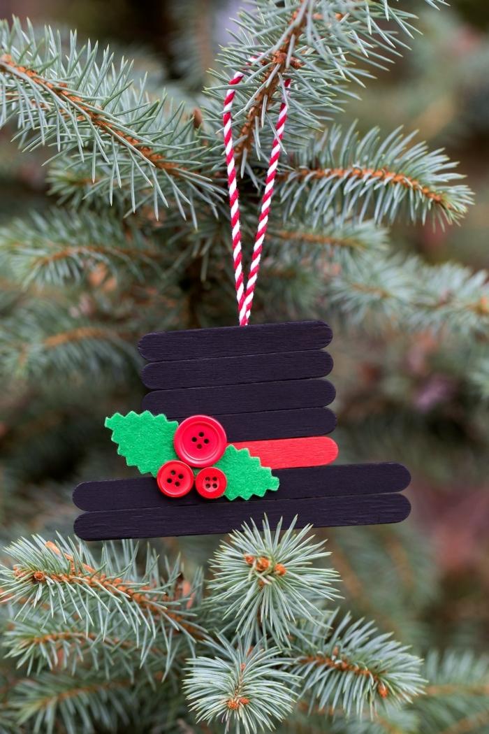 weihnachtsbasteln mit kindern basteln mit holzstäbchen schwarzer hut weihnachtsbaumdeko selber machen