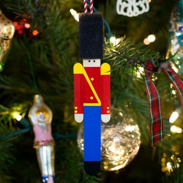 weihnachtsbasteln mit kindern tannenbaum dekorieren christbaumschmuck aus hozlstübchen selber machen