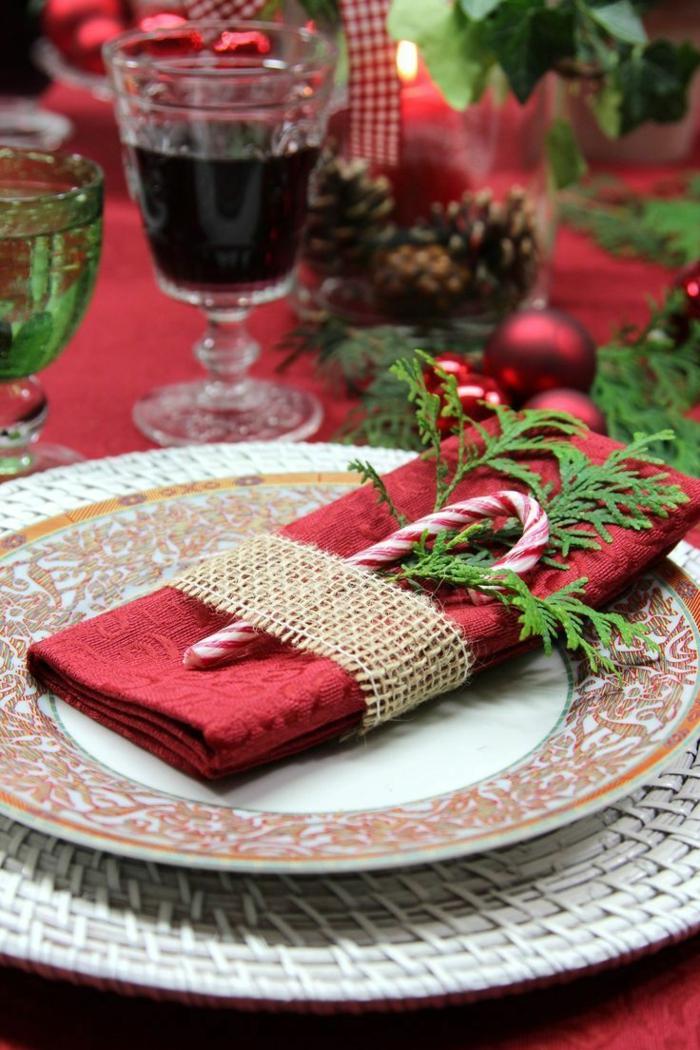 weihnachtsdeko inspiration servietten falten einfach kreative weihnachtsdeko rote tischdeke gläser mit wein