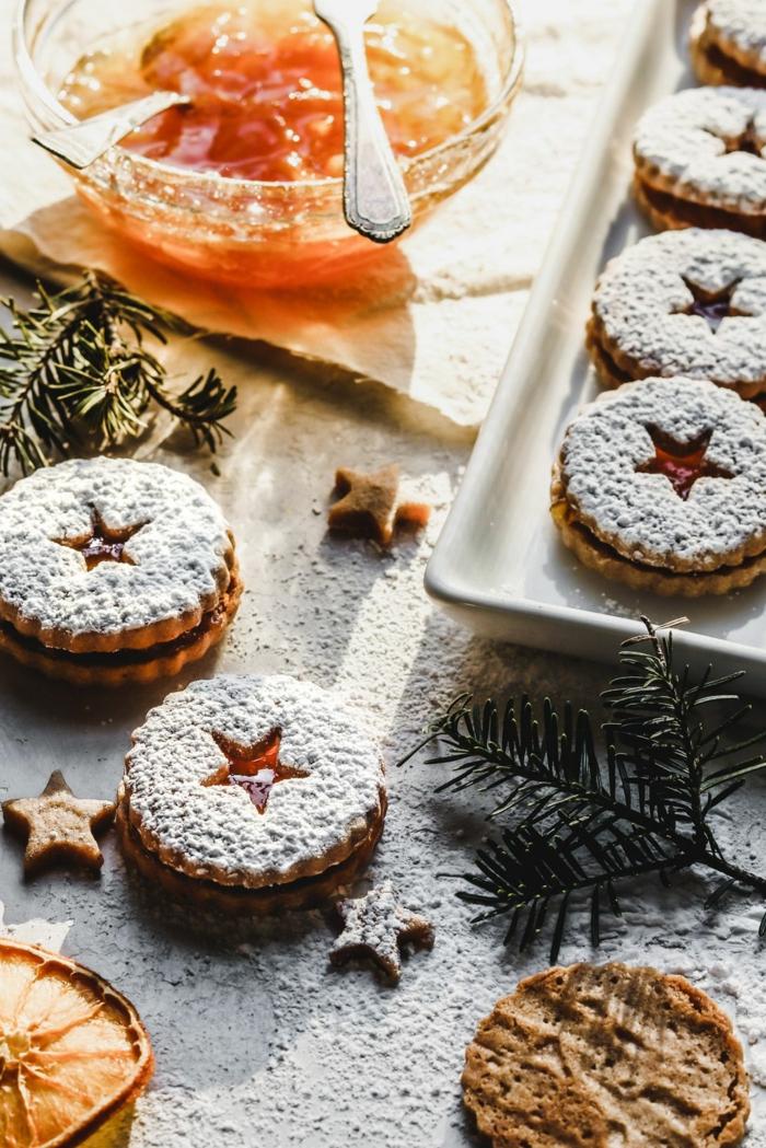 weihnachtsgebäck backen rezept plätzchen marmelade bestreut mit puderzucker leckere desserts zu weihnachten selber machen