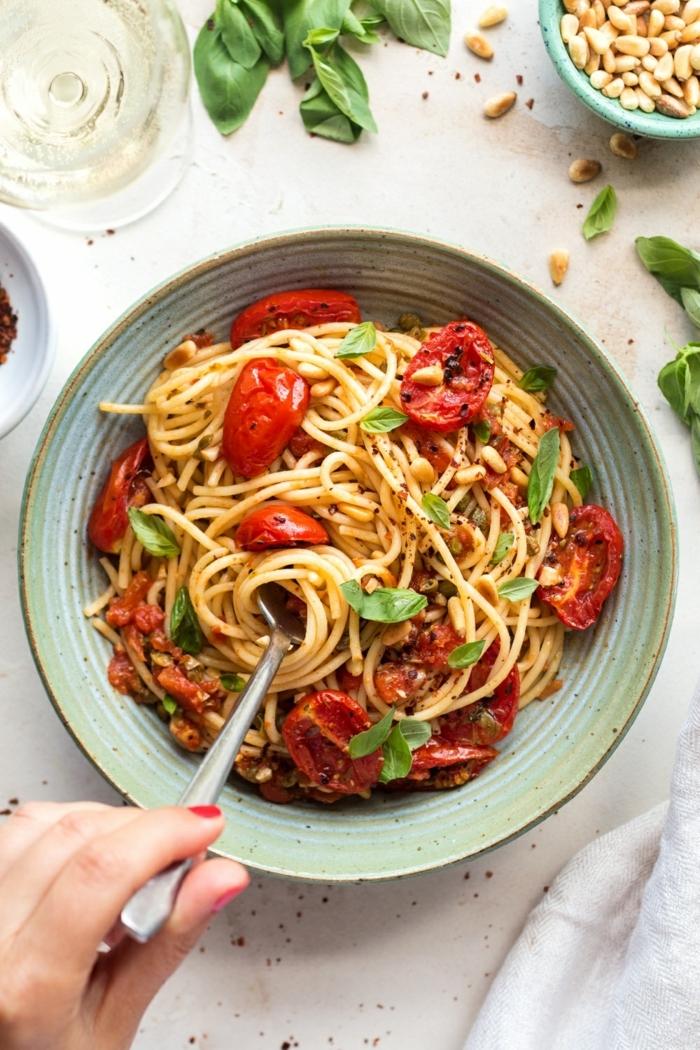 7 schnelle pasta rezepte spaghetti mit basilikum und cherry tomaten abednessen ideen
