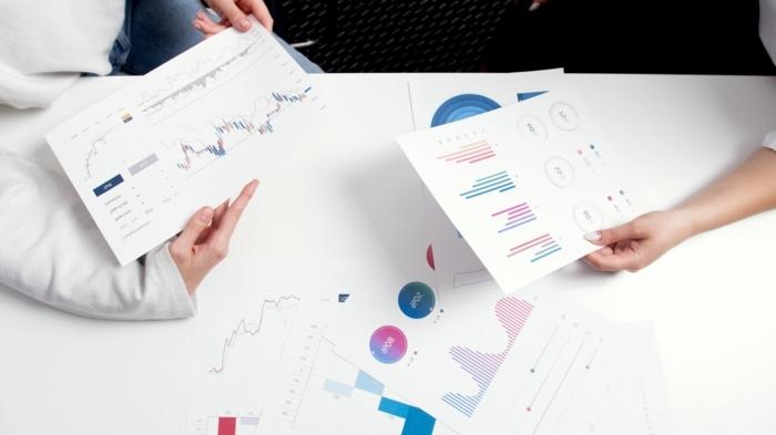 aktienbank top 10 unternehmen augsburg aktien zeichnungen leute office laptop