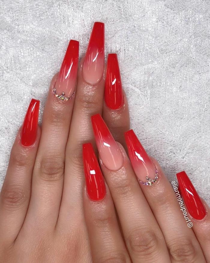 ballerina negelform lange fingernägel nägel ombre verschiedene rote töne maniküre inspiration