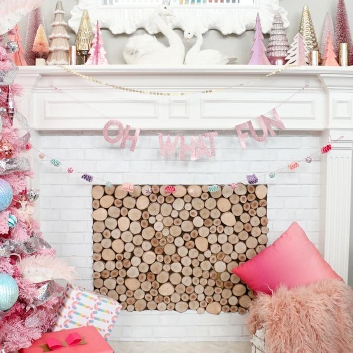 bastelideen weihnachten einfach moderne weihnachtsdeko in weiß und rosa weihnachtsparty deko ideen kamin dekorieren