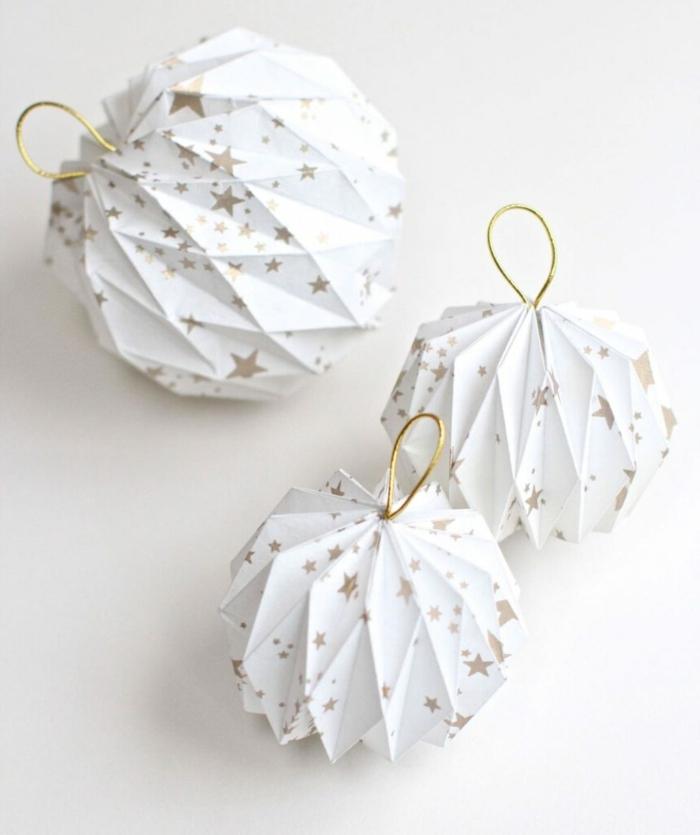 bastelideen zu weihanchten zum verschenken origami weihanchtskugeln aus weißem papier origami falten kugeln papierkugelb