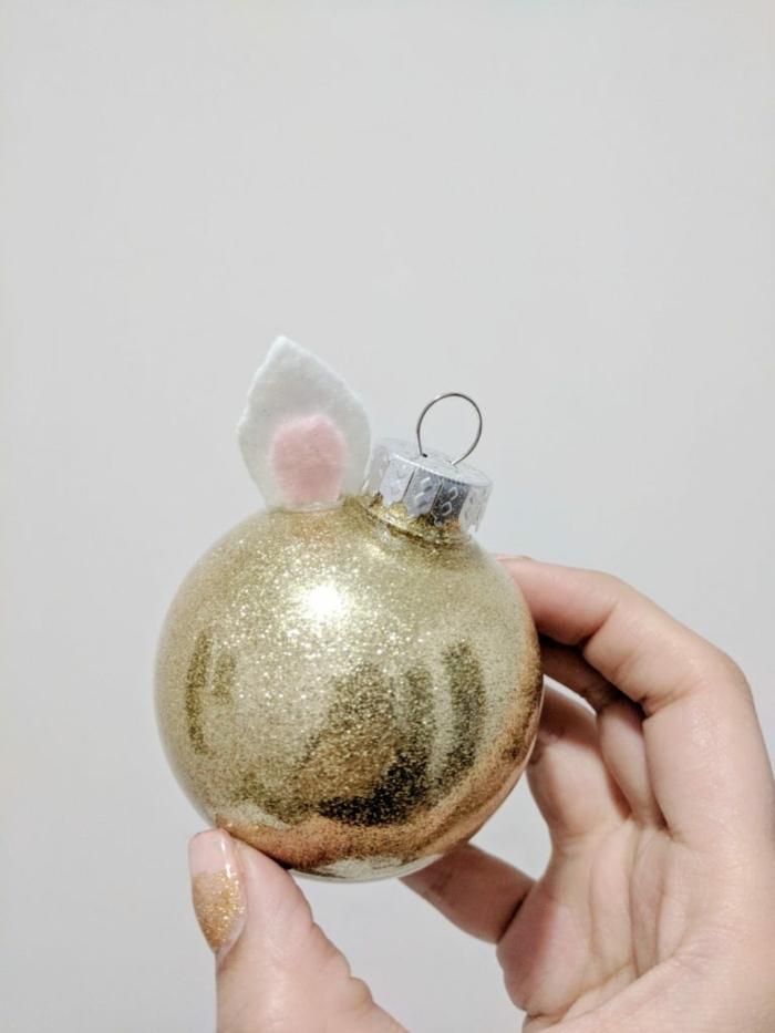 bastelideen zu weihanchten zum verschenken weihnachtskugel einhorn goldener glitzer christbaumschmuck selber machen