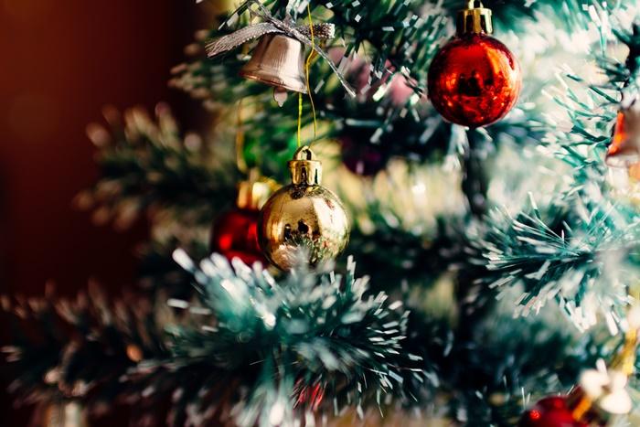 besondere geschenkideen zu weihnachten tannenbaum dekorieren winterfeste geschenke für freunde und familie