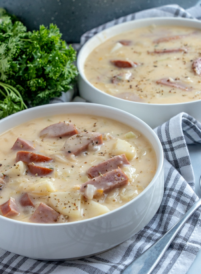 cremige suppe mit wurst kartoffeln sauerkraut zubereiten leckere gerichte machen rezept