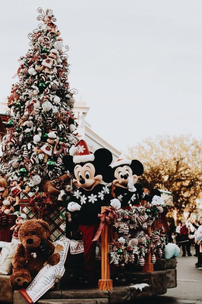 disneyland minnie mouse mickey mouse großer tannenbaum dekoriert süße weihnachtsbilder hintergrund handy
