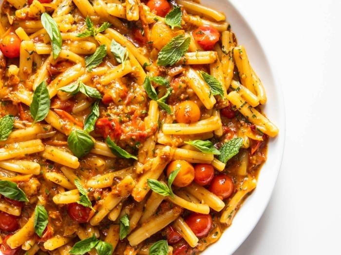 einfache pasta rezepte gericht mit fetuccini cherry tomaten nd cremesoße abendessen schnell