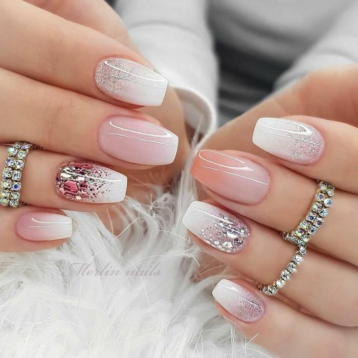 elegante schöne ringe maniküre verschiedene farben nägel weiß verlaufend mit glitzer ombre nägel inspo