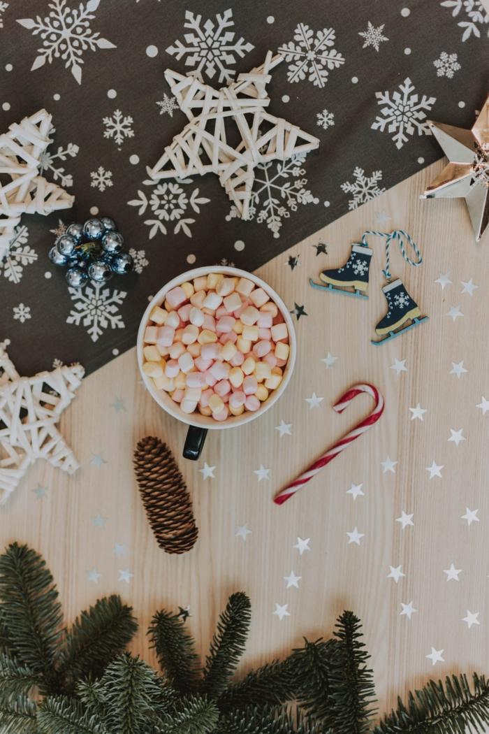 festliche dekoration heiße schokolade mit marshamallows deko schneeflockn zuckerstange und tannenzapfen die schönsten hintergrundbilder weihnachten