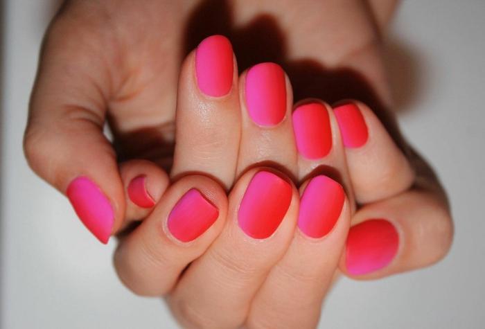 fingernägel im ombre look rot und pinke töne schöne gelnägel inspiration