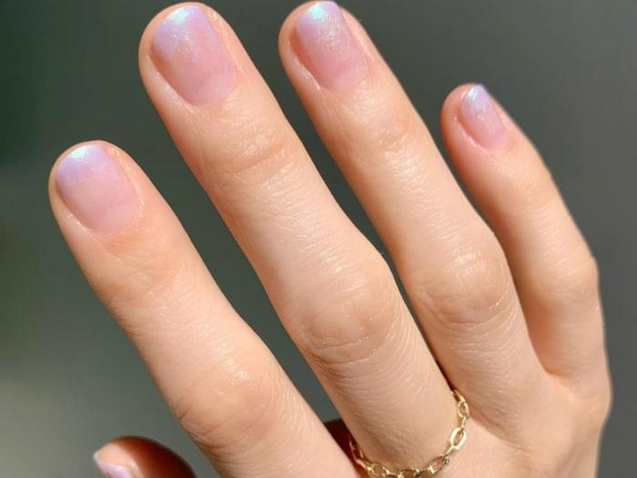 gelnägel rosa mit glitze ombre maniküre selber machen inspiration ideen eleganter finger am mittelfinger
