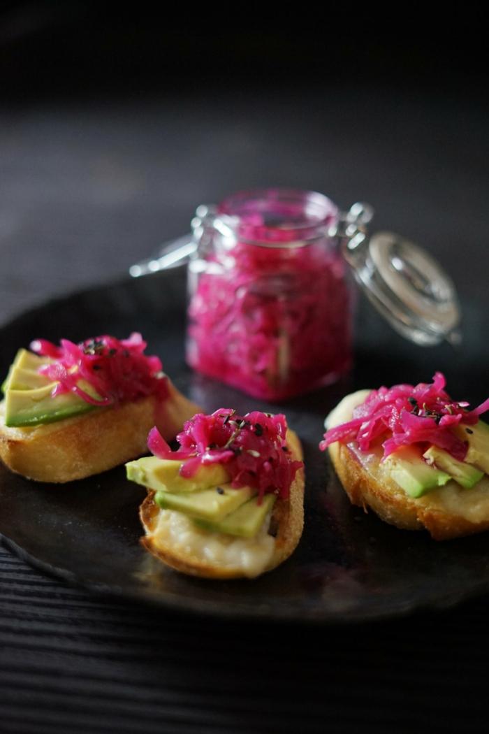 gerichte mit sauerkraut bisse mit avocado und suaerkraut party essen zubereiten mini food horsd'œuvre ideen