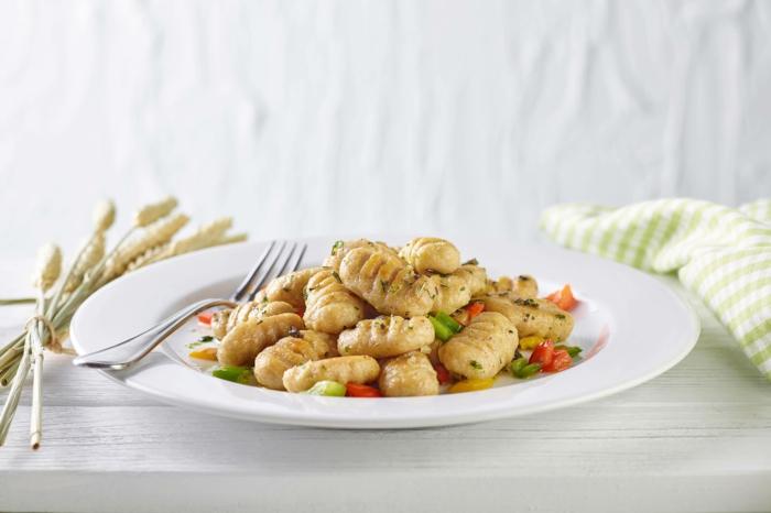 gnocchi gerichte vollkorn gnocchi rezept gnocchi selbstgemacht mit salbei olivenöl tomaten gnocchi grundrezept schnelle ideen