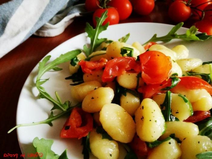 gnocchi italienisch vollkorn gnocchi selber machen mit salbei ruccola parmiggiano tomaten kartoffel gnocchi italienisch
