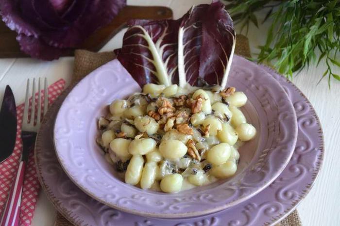 gnocchi ohne ei rezept gnocchi selbstgemacht radicchio und gorgonzola walnüsse gnocchi grundrezept teller