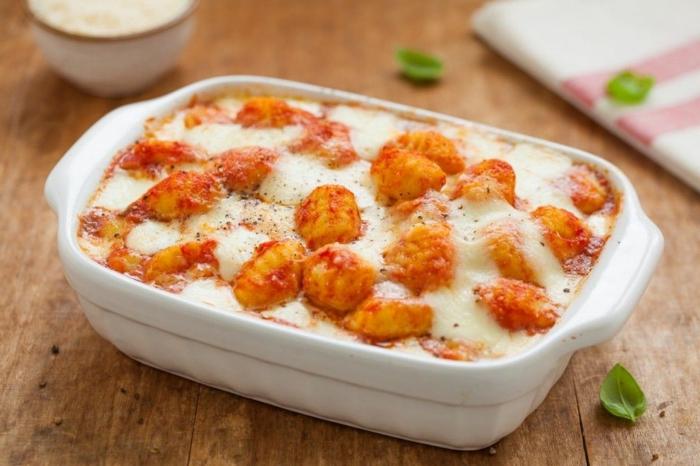 gnocchi selber machen mit greiß bestes gnocchi rezept mozzarella frisches basilikum selber machen backblech kochen