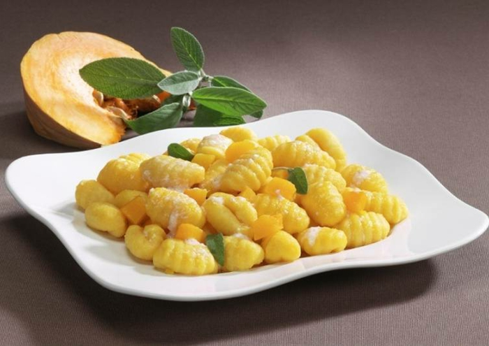 gnocchi teig gnocchi ohne ei kochen originelles rezept mit gnocchi parmigiano käse und frische würzen salbei