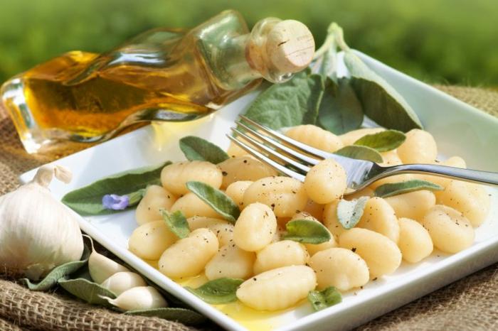 gnocchi zutaten gnocchi ohne ei gnocchi rezept chefkoch ricotta butter und salbei teller gabel rezepte mit gnocchi frisch