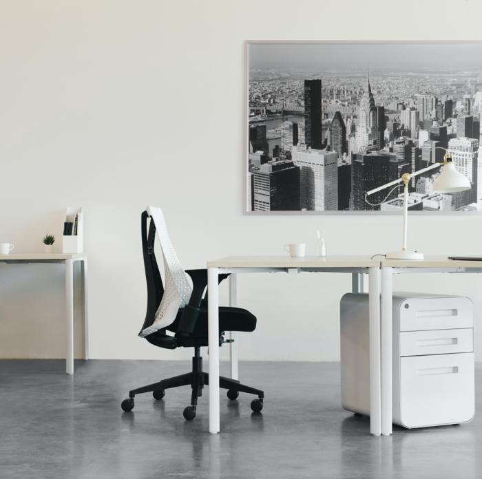 großes wandfoto new york büro einrichten modern minimalistisch schwarzer stuhl
