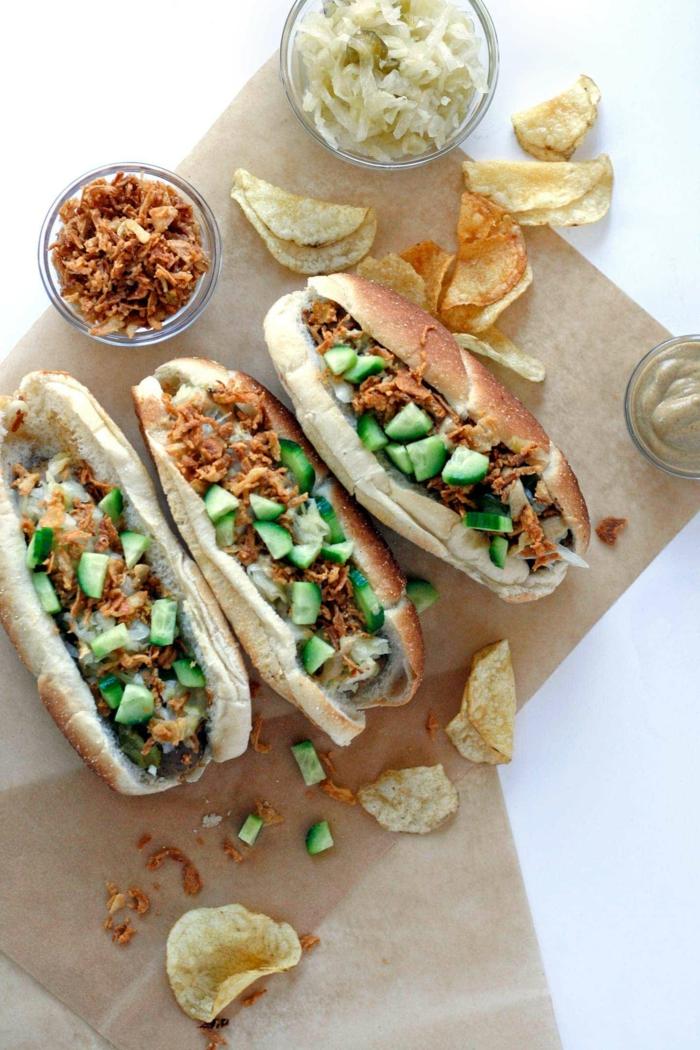 hot dog rezepte ideen gerichte mit sauerkraut gurken flesich schnelles abendessen zubereiten kartoffelchips