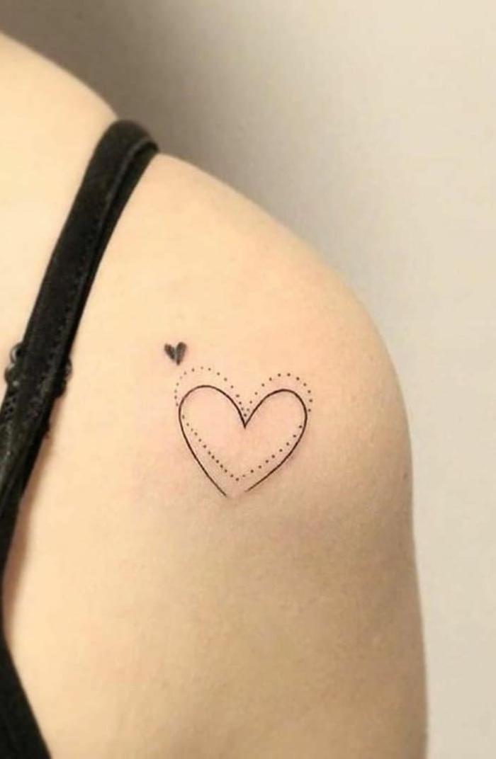 kleine und große herzen verschiedene formen angesagte tattoos tattoo arm schwarzes top