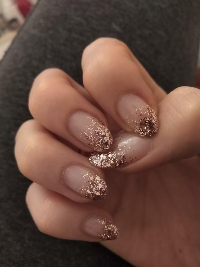 kreative maniküre nägel glitter ombre inspiration maniküre mandel nagelform moderner nageldesign