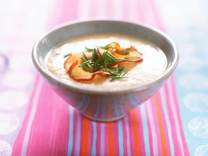 meerrettich rezept für eine meerrettich suppe mit apfelspalten und frischen kräutern