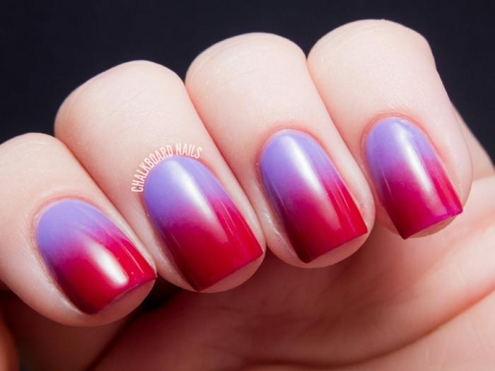 nageldesign ombre rot und lila farbe fließend dame mit schöner maniküre schlichtes design