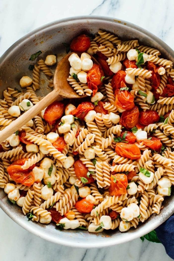 one pot pasta rezepte caprese salat gesunde gerichte für jeden tag salatrezepte schnelle zubereitung