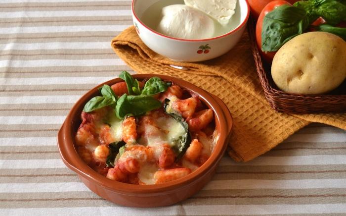 original italienische gnocchi selber machen rezept gnocchi alla sorrentina mit mozzarella frischem basilikum backen