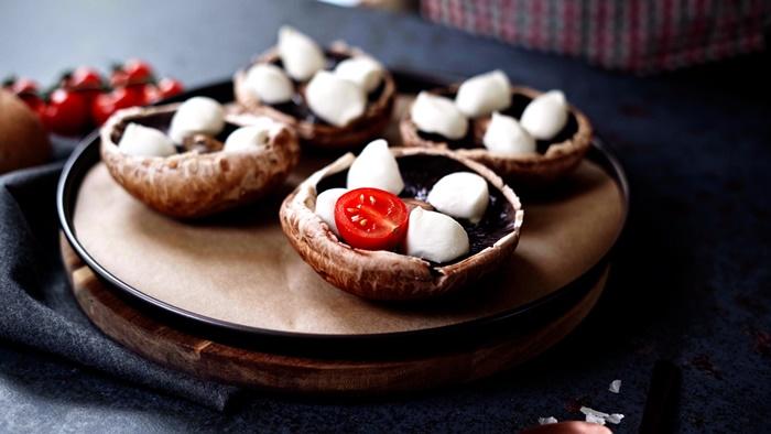 rezepte einfach und schnell pilzen mit füllung aus mozzarella und cherry tomaten