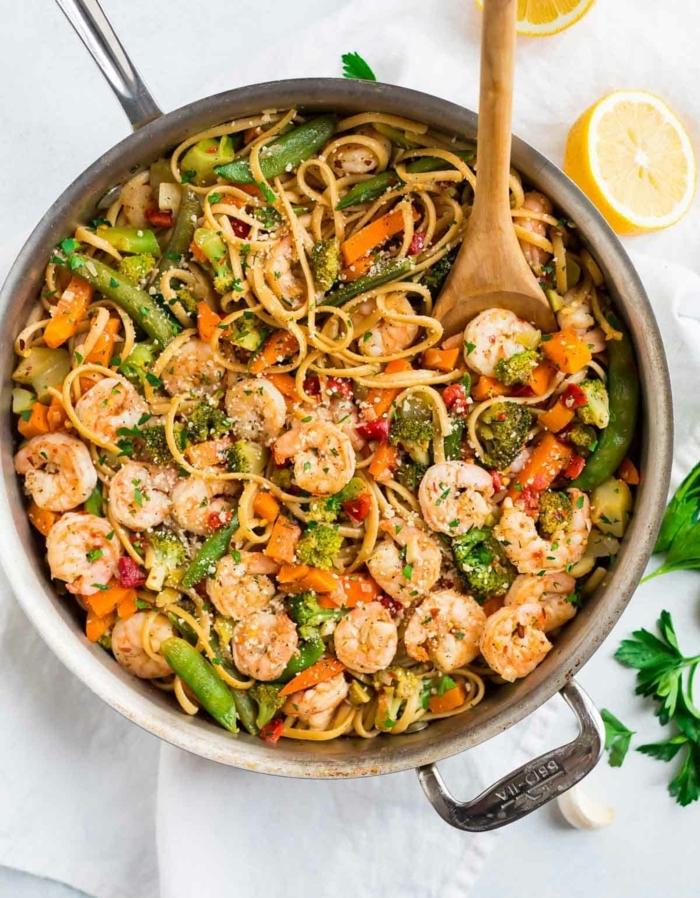 rezepte mit nudeln mittagessen ideen leckere nudelnrezepte gemüse garnelen pasta