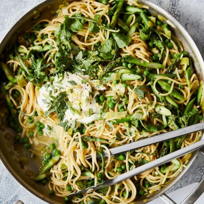 rezepte mit nudeln vegetarische gerichte pasta mit gemüse grüne bohnen spinat einfache zubereitung