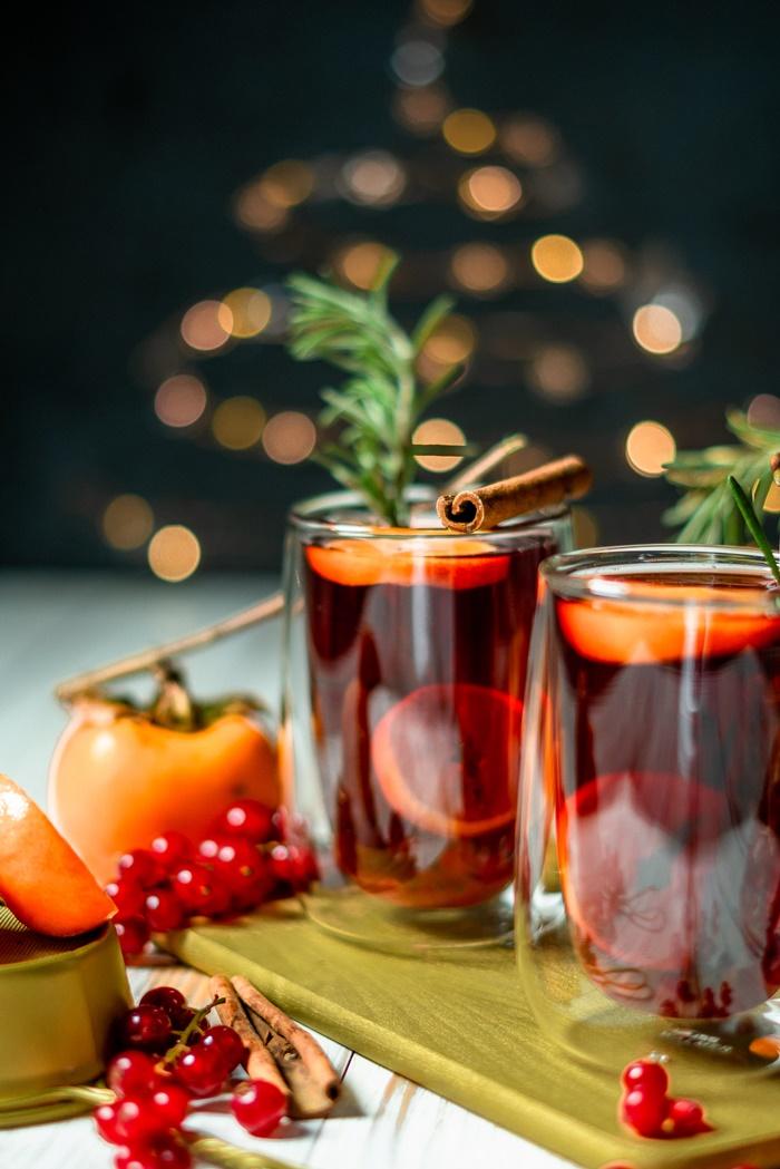 rezepte zu weihnachten glühwein mit orangen zimt und kräutern