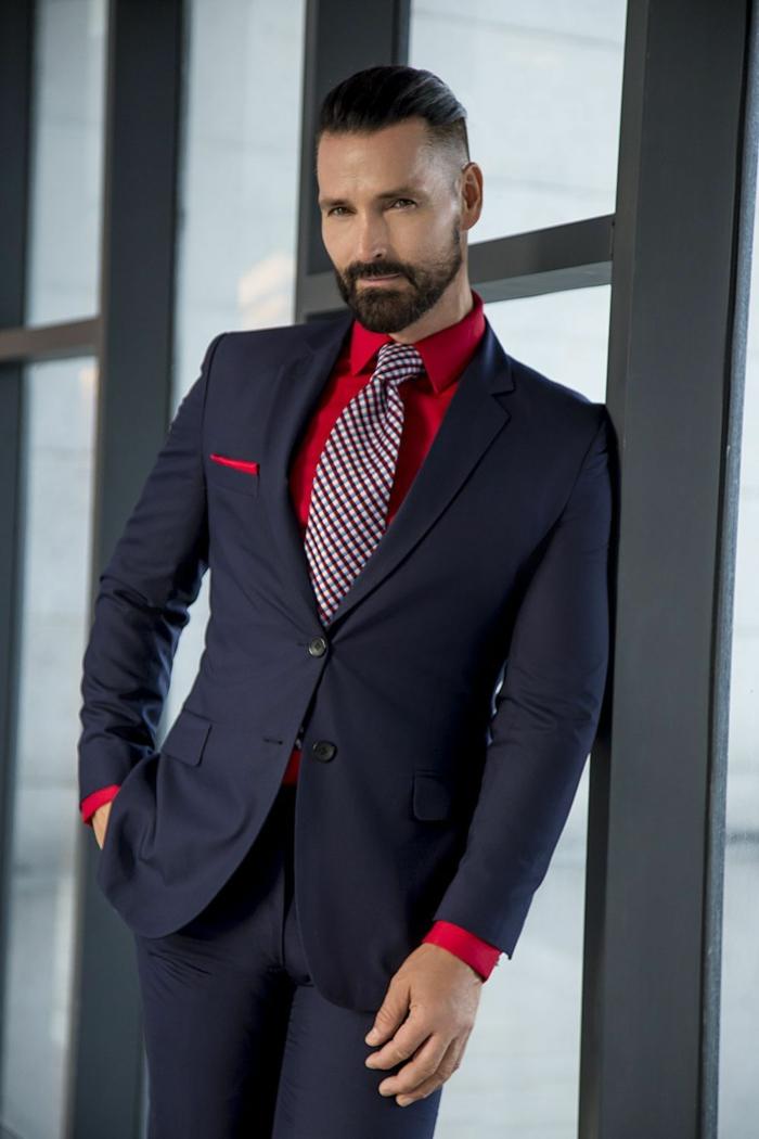 rotes hemd ein mann mit anzug