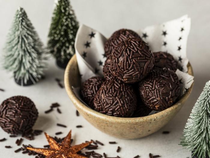 rumkugeln chefkoch einfache rumkugeln rumaroma bitterschokolade schokoflocken in beutel weihnachten