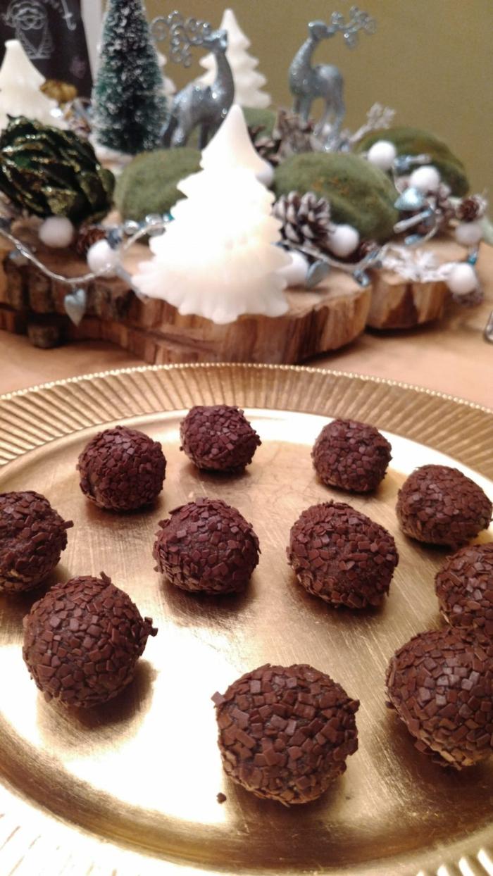 rumkugeln rezept einfach und schnell rumkugeln selber machen auf goldenem blech schoko rumkugeln weihnactsdeko