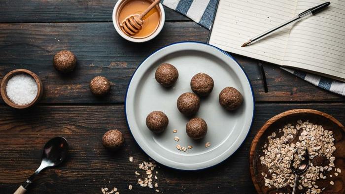 rumkugeln rezept wie vom bäcker rumkugeln selber machen rezept honig haferflocken kakao