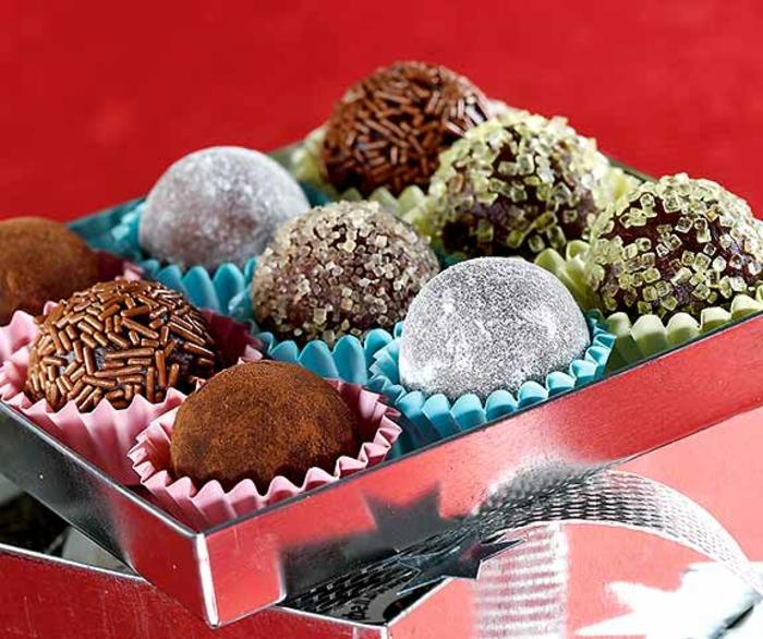 rumkugeln schnell und einfach rezepte rumkugeln selber machen mit schokopulver kokos zuckerpuder