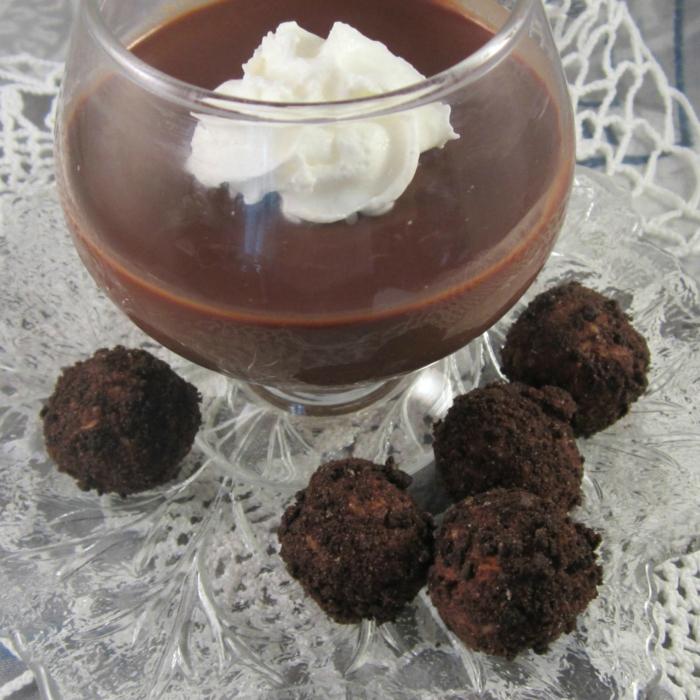 rumkugeln thermomix rezept rumkugeln mit schokolade glas schokopudding sahne