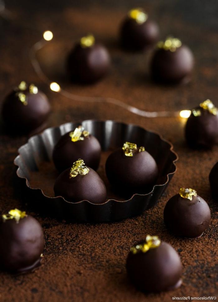 saftige rumkugeln glutenfrei keto rezept rumkugeln kokosöl zuckerfreie dunkle schokolade erythritol