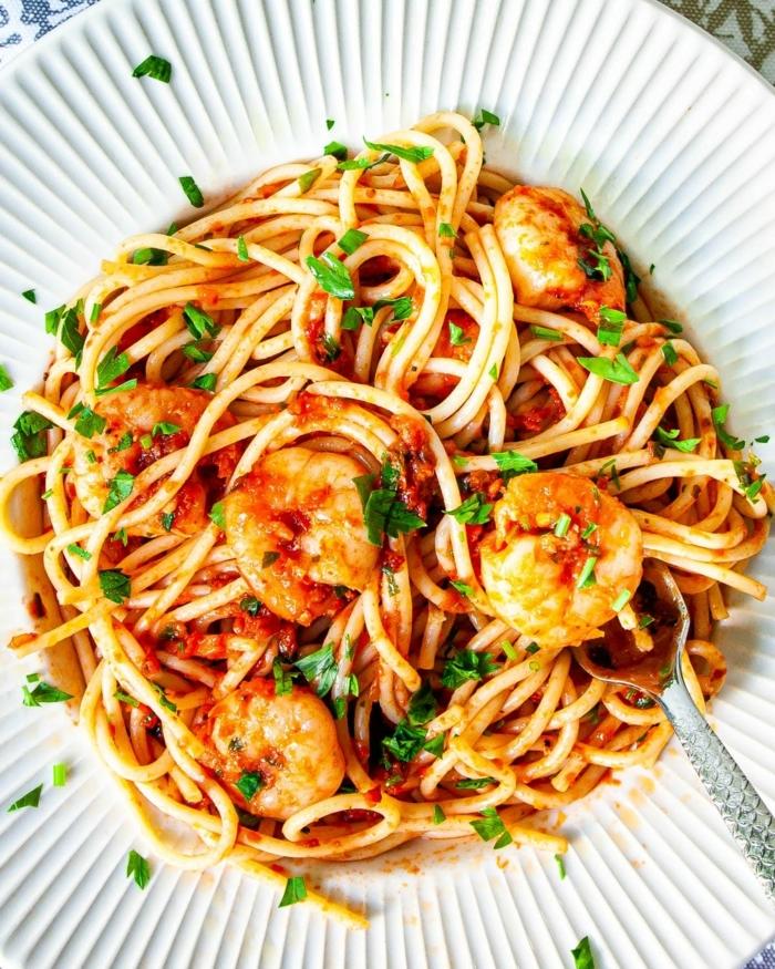 schnelle gerichte mit nudeln was koche ich heute pasta mit garnelen und romatensoße