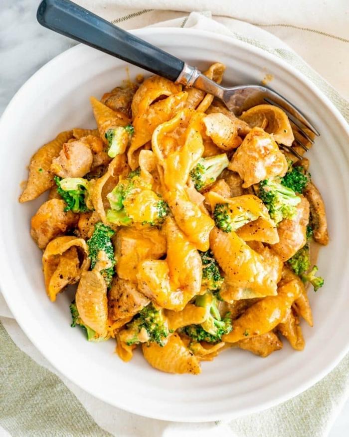 schnelle leichte pasta rezepte hähnchenfleisch mit brokkoli und käse schritt für schritt zubereitung mittagessen