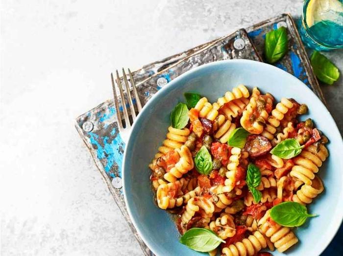 schnelle leichte pasta rezepte one pot gericht frischer basilikum gesund lecker abendessen beispiele