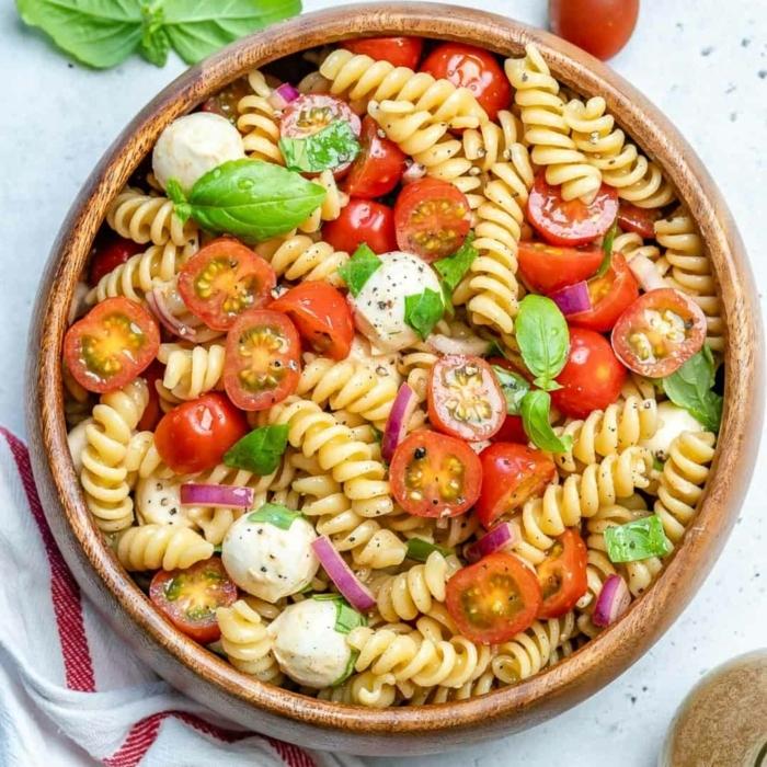 schnelle pasta rezepte caprese pasta salat selber machen mini mozzarella frischer basilikum tomaten